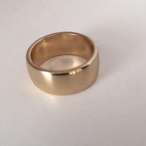 Jewelry - Gold tone wedding band. Size 7